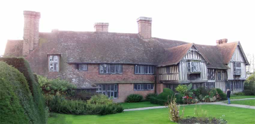 Great dixter house and gardens picture 1 northiam rother for Picture of house